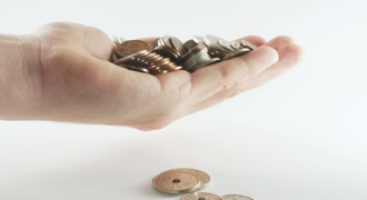 Det koster at ansætte en medarbejder. Bliv klogere på, hvilke omkostninger du skal have råd til.